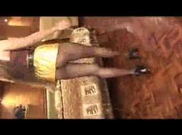 سوبر مثير جبهة تحرير مورو الإسلامية يحصل بوسها فجوة مع الموز ضخمة وتأتي نورو هلام في مهبلها