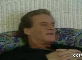 الرجل الأكبر سنا يذهب مباشرة إلى ممارسة الجنس مع فتاة أصغر سنا في مكاني ويتلقى إيبون جيد