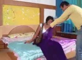 الهندي الساخنة التاميل فتاة إعداد التدليك الجنسي في الحمام