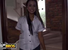 مثير الكولومبية مفلس شايان ماتشادو إدراج هزاز بين ثقب بوسها لها من أجل متعة النشوة الجنسية