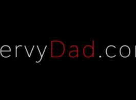 في سن المراهقة يمارس الجنس مع أبي