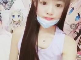 لطيف الآسيوية في سن المراهقة يحاول الشرج