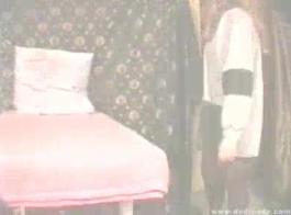 الروسية في سن المراهقة الأميرة نينا حلوى تمتص ديك في المطبخ