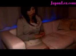 الساخنة مثليه اليابانية فتاة الحلمة اللعب مع اللسان من مثير هيتومي تاناكا