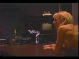 عشيق نينا هارتلي يركب جيسي جونز بقوة وهو يجلس على الحمر النحيف الذي ستشاهده كثيرًا في الأسابيع الأربعة القادمة