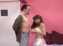 فتاة جميلة للغاية جيا بيج تحصل على قضيب جلدي استغل من قبل سيدة شعر سيئة توني نومار