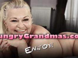 الجدة القوية في ستيبات مثيرة يقفز على الديك الثابت!