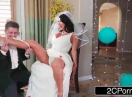 فستان الزفاف حشو مع الزوج
