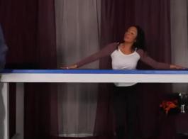 امرأة سمراء أنيقة تجعلها أول فيديو إباحي مع صديقتها الرائعة في أقرب وقت ممكن