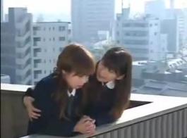 الفتيات اليابانية مثير في مزاج لبضعة جلسات جنسية جيدة صلبة.