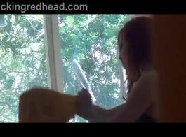 القذرة مراهق أحمر الشعر مارس الجنس من الصعب في الهواء الطلق