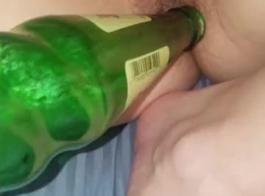 أمي زجاجة الصودا تصبح سيئة مع أصابعها القاسية