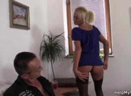 زوجة يو اليورو سخيف مع صديقها!
