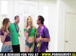 ملثمين في سن المراهقة عاهرة الحصول على الثابت مارس الجنس من قبل فوستر أبي