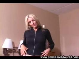 خبطت كاسي ستار في المكتب بجانب رئيسها