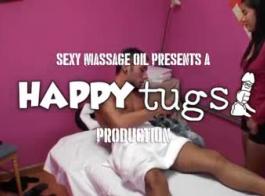 العلاج بالتدليك الشريط الجنس مع حبيب الإناث القذف على كاميرا ويب