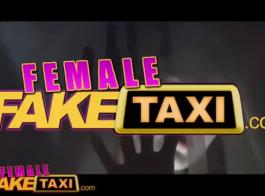 الإناث تاكسي وهمية منفردا سخيف مع الحمار يتضورون جضور