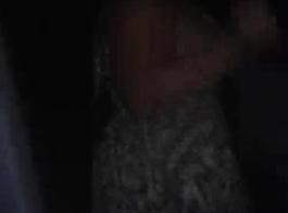 مغرية جاكي مع مقارع كبيرة امتص الديك في حفرة ضيقة