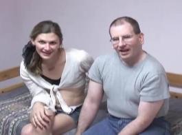 الرجل الأسود يحصل ليمارس الجنس في بغل عالقة