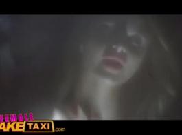 أنثى تاكسي وهمية اللعنة السائق عارية ونفخ أسيارات الأجرة ديك ديك