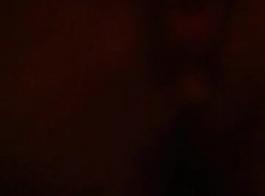 زوجة وقحة جبهة مورو لها اثنين من الديوك السوداء ليلا ونهارا