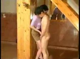 أحمر الشعر جبهة مورو إغواء لها سترسون لسحب صاحب الديك ويمارس الجنس معها