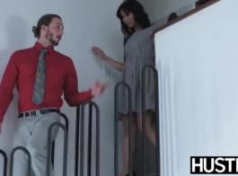فاتنة في الكعب العالي يسأل عن الجنس الشرجي قبل كذاب صعودا وهبوطا.