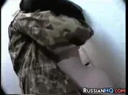 حار مفلس الروسية دعابة الديك يحصل على غننة للغاية.