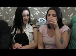 الفتيات يمتصن ديك صديقهم وأحصل عليه بداخلها، في مواقف متعددة.